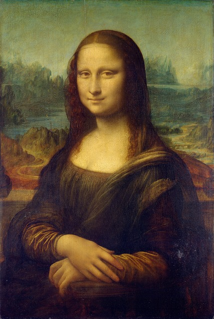 """Faint """"Mona Lisa smile"""" is even a cause of French travelers passports rejection"""